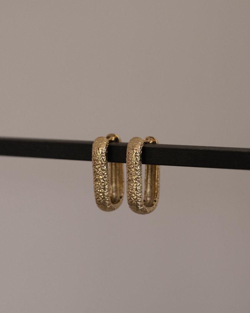 Essentials Hoop Huggie Oval Antique Gold