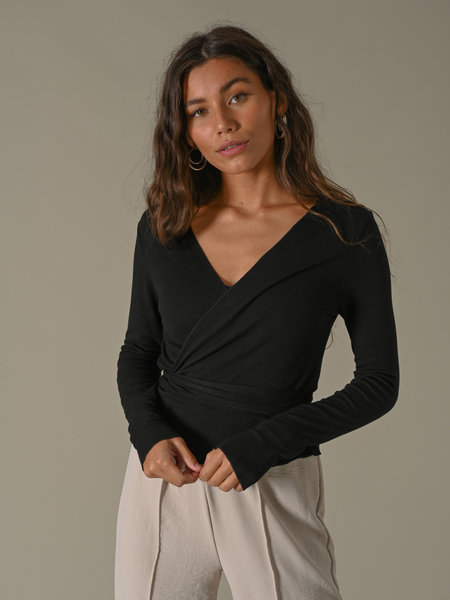 Things I Like Things I Love TILTIL Willy Wrap Top Black