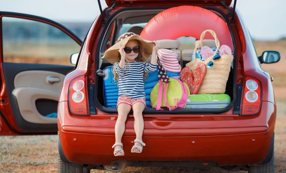 Moet je kind volgens de wet voor- of achterin de auto? | BubblebumNL