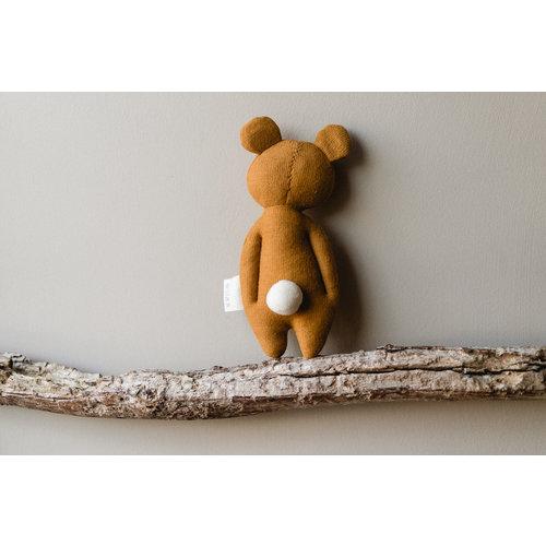 Fabelab Fabelab zachte knuffel rammelaar | Oker beer