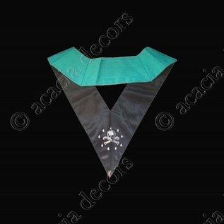 Collar junior warden