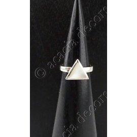 Ring zilver met driehoek parelmoer steentje