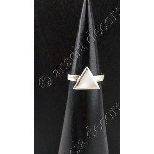 Bague en argent avec triangle en nacre