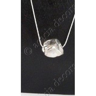 Hanger met ketting  met ruwe steen in zilver