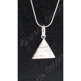 Hanger met ketting driehoek motief erin