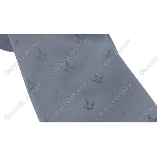 Corbata negra con brújula y motivo cuadrado.