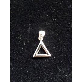 Hanger met ketting  kleine driehoek 5mm