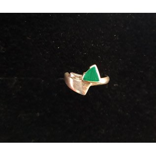 Silver ring with triangle in malachite