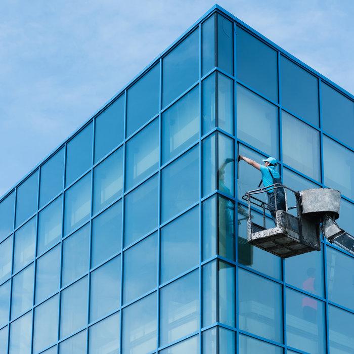 Glas- und Glasfassadenreinigung