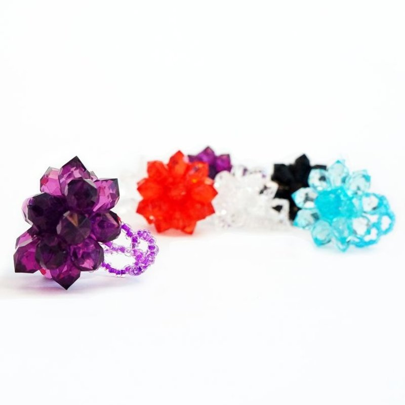 Bling-bling ring with large crystal flower, one colour