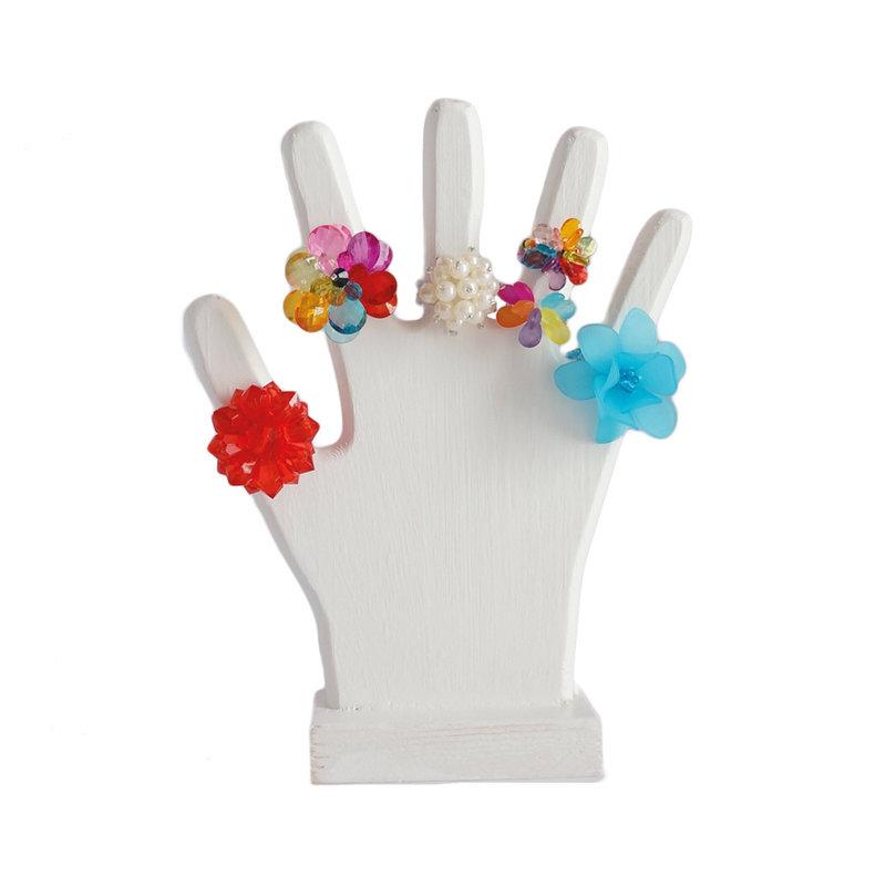 Display voor ringen, witte houten hand