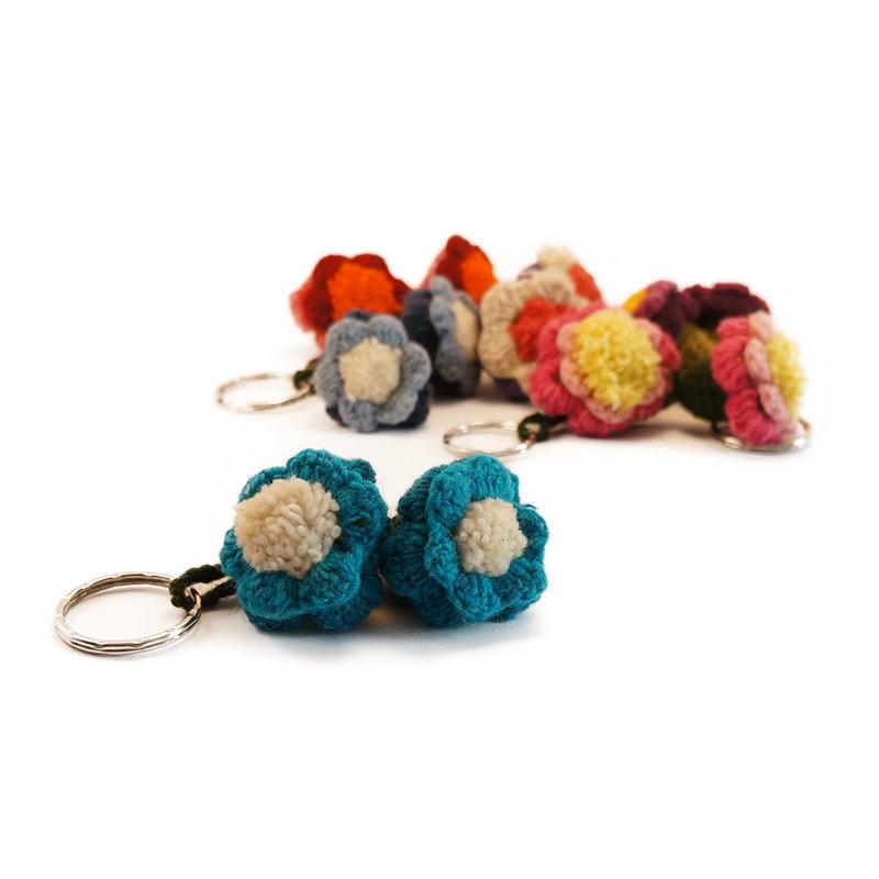 Woollen key hanger with 2 flower buds