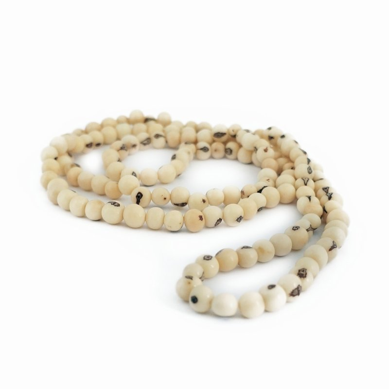 Necklace natural nuts (cream) double length