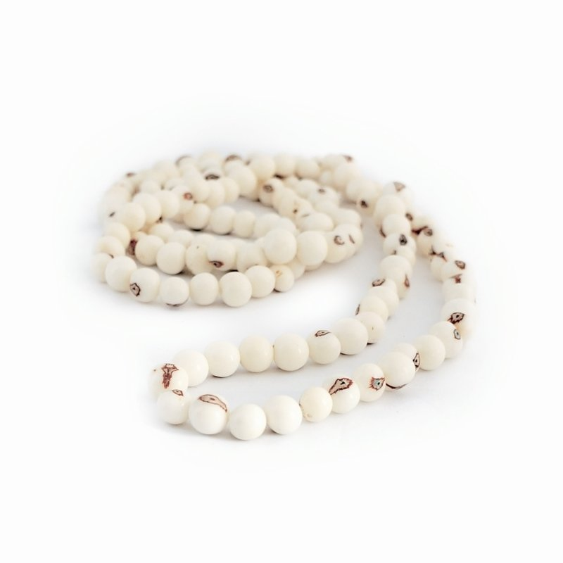 Necklace natural nuts (white) double length