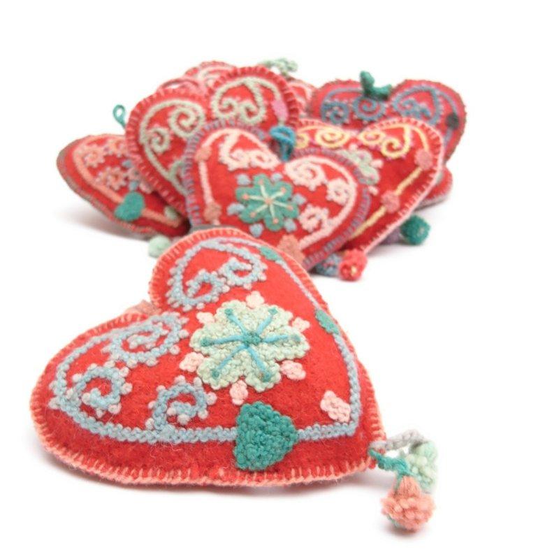 Hart decoratie, rood met multicolour, 100% schapenwol