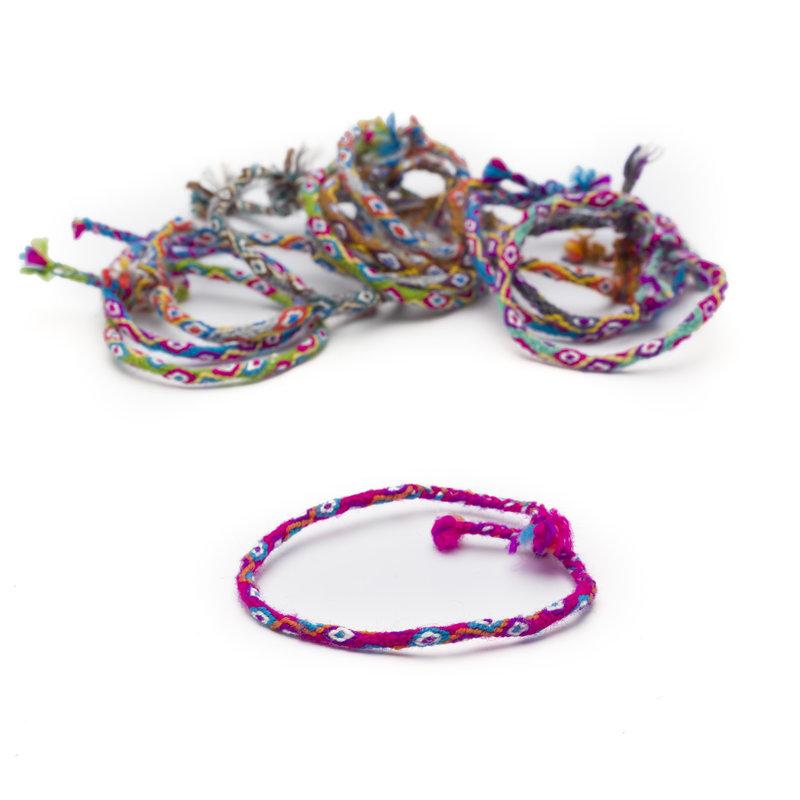 Bracelet of knotted alpaca wool