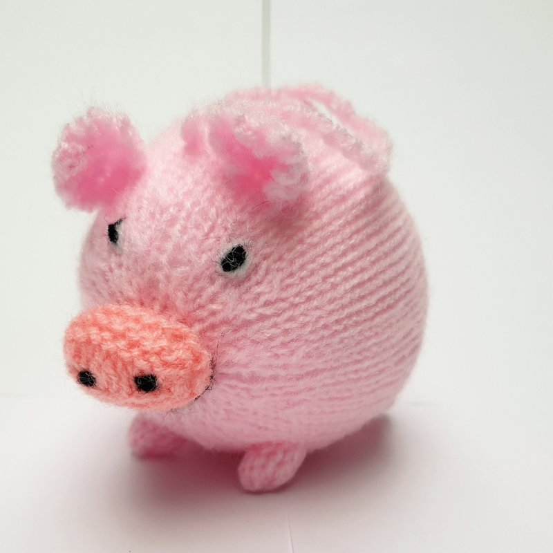 Hand knitted pig, round
