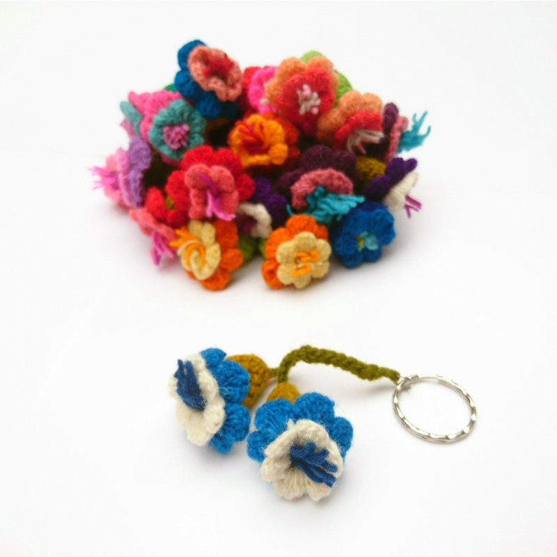 Key hanger with 2 flowers, 100% sheep wool
