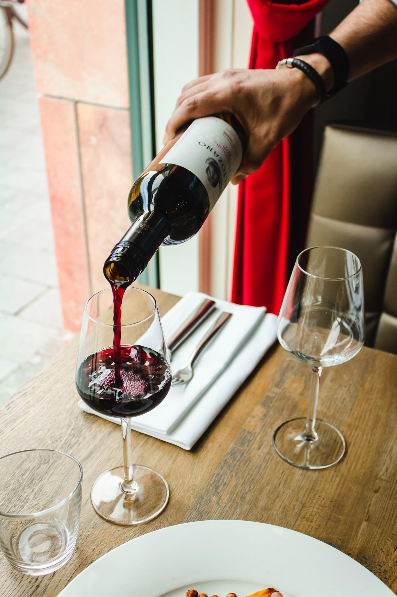 Wijn schenken als een expert!