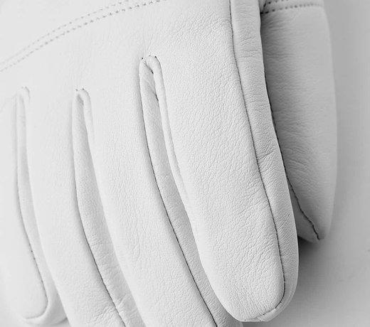 Handschoenen, wanten en onderhandschoenen.