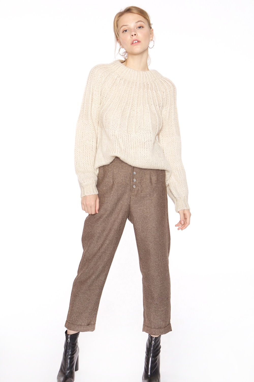 Broek with nacre buttons-1