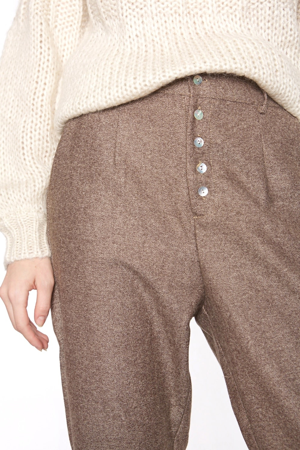 Broek with nacre buttons-2