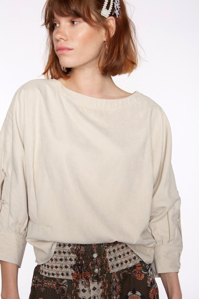 Blouse with buttons in sleeve-4
