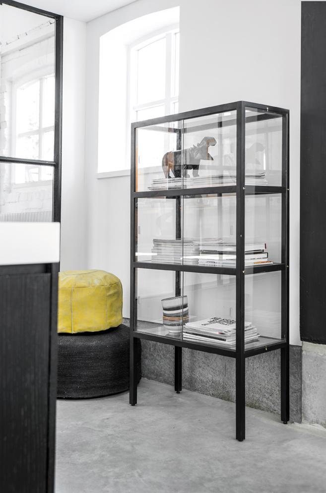 Kast show case 3 storey black-2