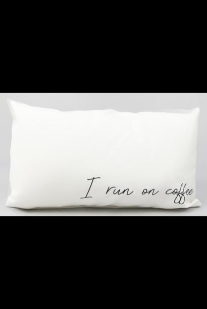 Kussen outdoor 'I run on coffee' 50x30cm