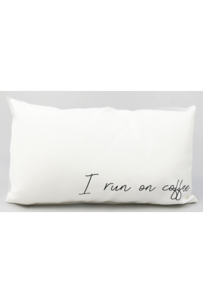 Kussen outdoor 'I run on coffee' 60x40cm
