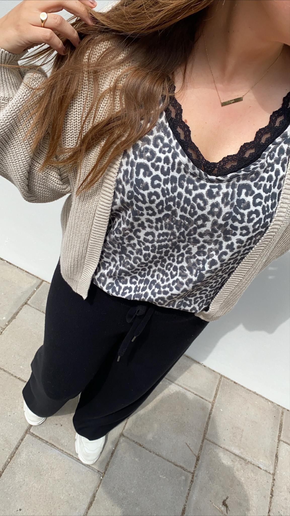Top leopard white sand-3