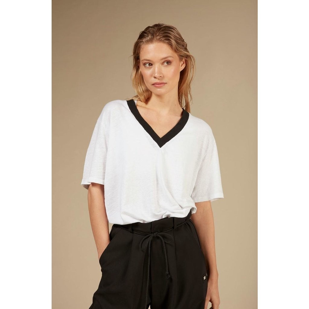Top tee contrast white-2