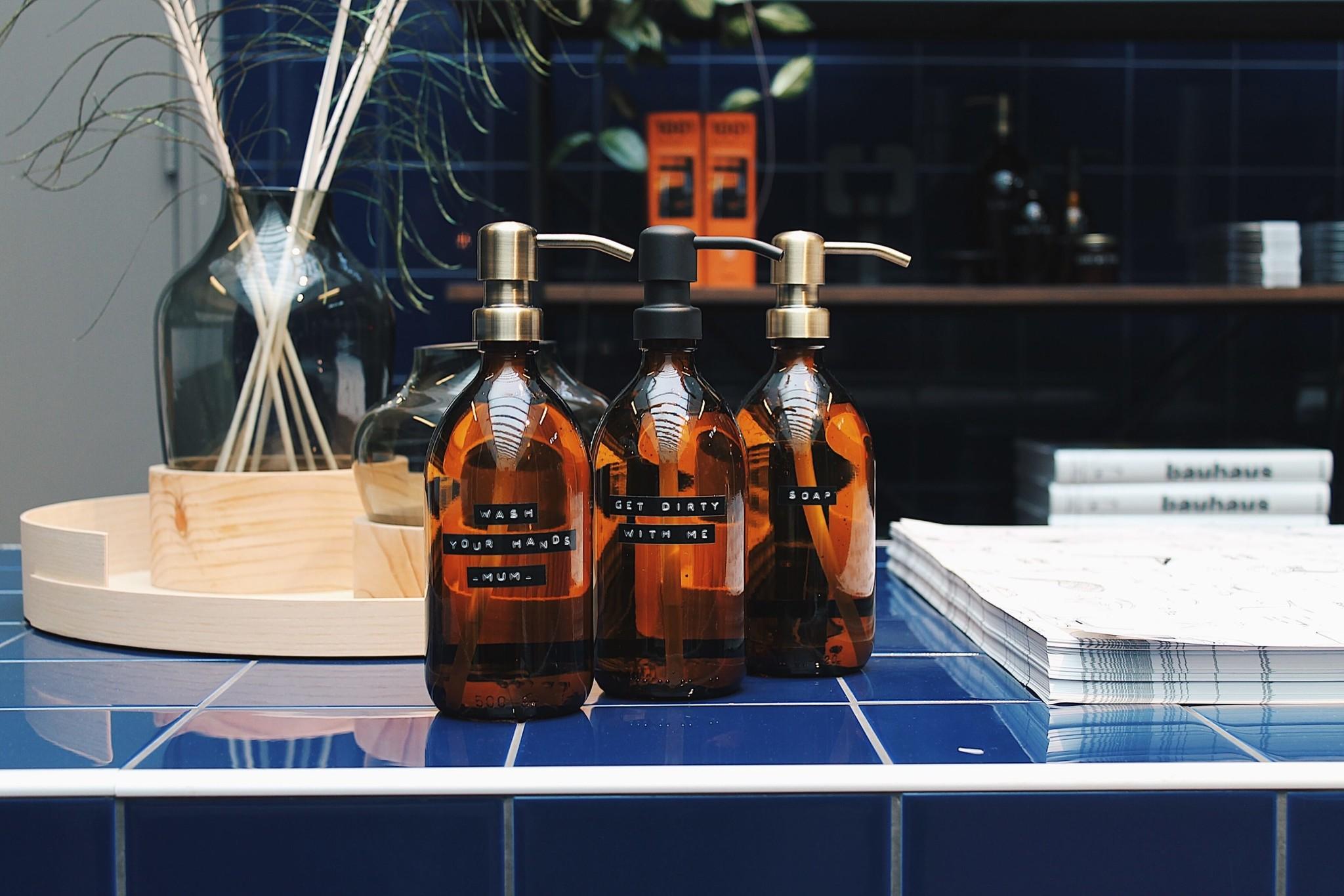 Afwasmiddel bruin glas met zwart stalen pomp 500ml  'Get dirty with me'-2