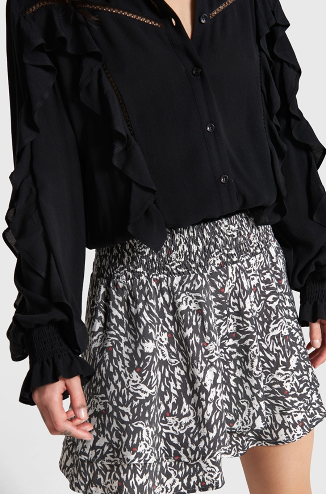 Blouse woven with tapes and ruffles black-3