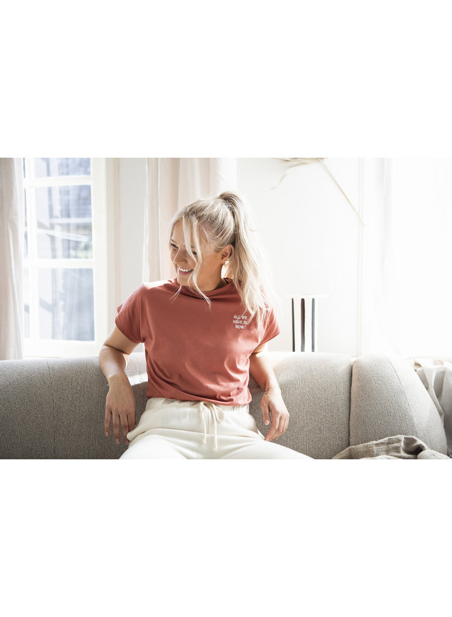 """T-shirt Roos flared  """"all we have is now"""" marsala"""