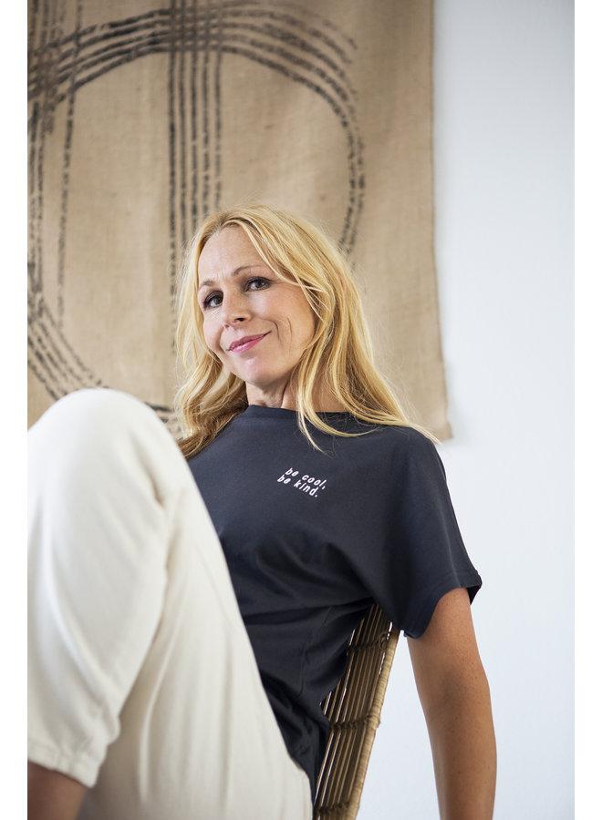 "T-shirt Jessica flared ""be cool be kind''  jet black"