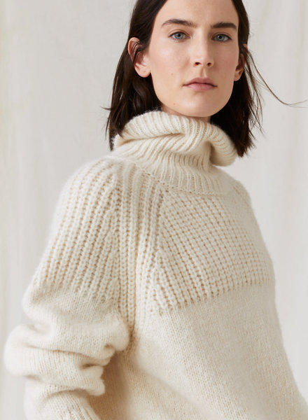 Closed knit high neck