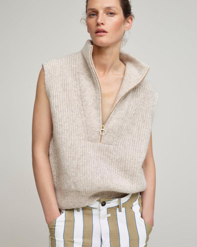 Closed knit lama