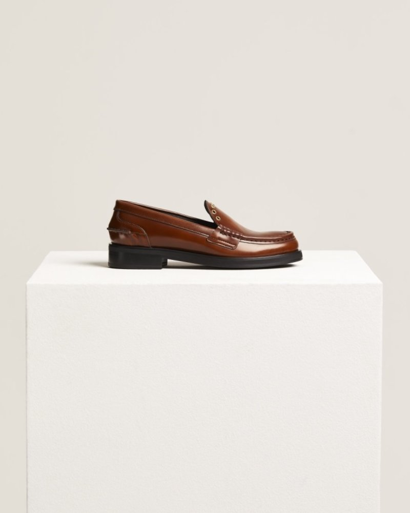 Closed loafer studs