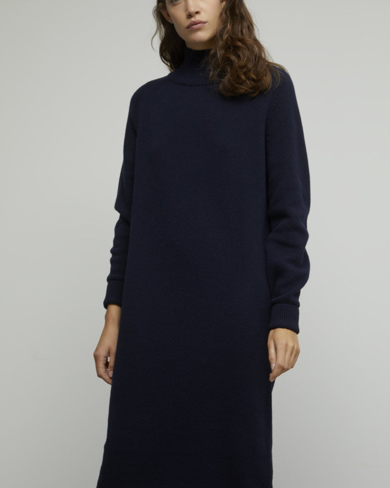 Closed knitted dress