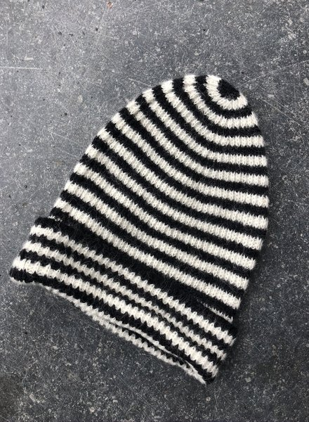 Closed knitted hat