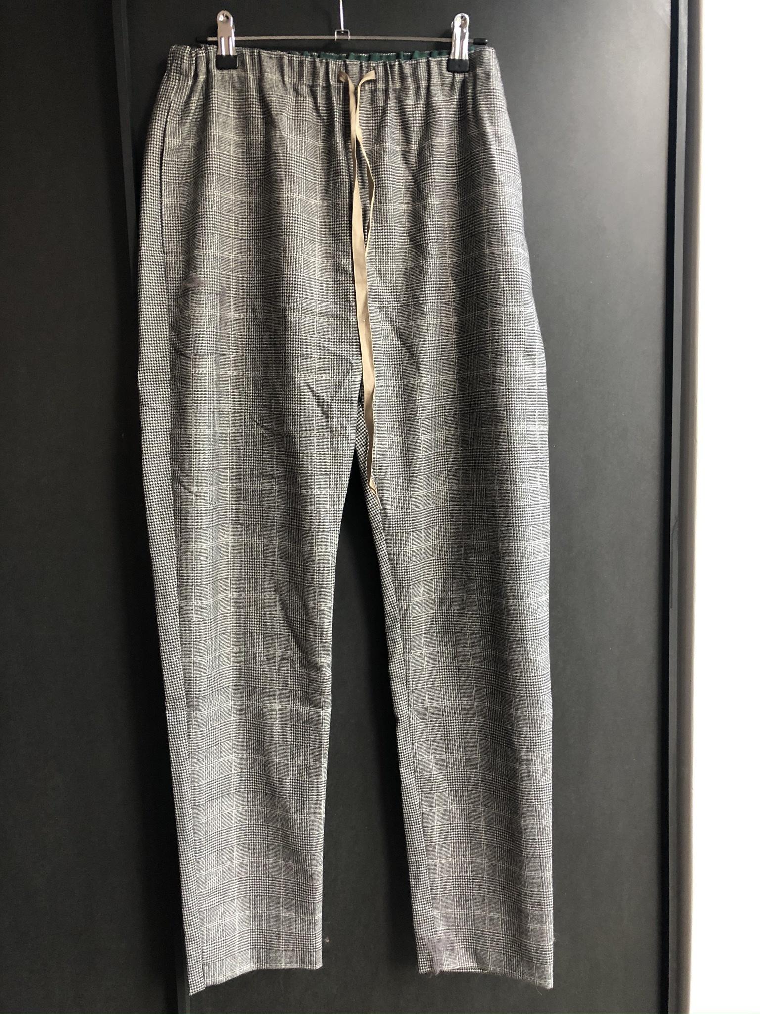 pants check-1