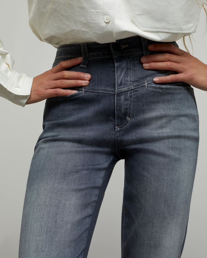 Closed grey jeans with high waist