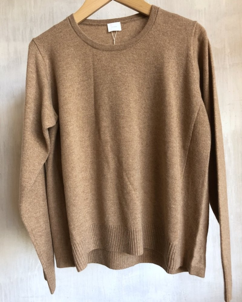 C.T. Plage pull cashmere camel