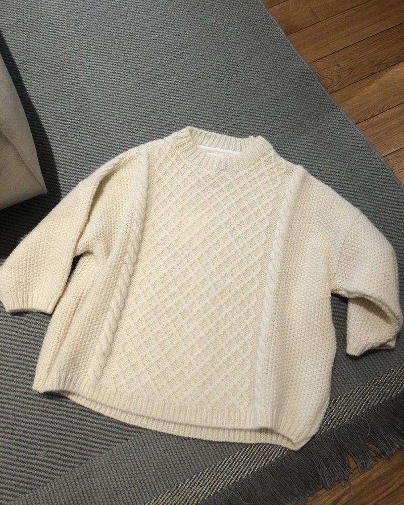 Skall studio oda knit