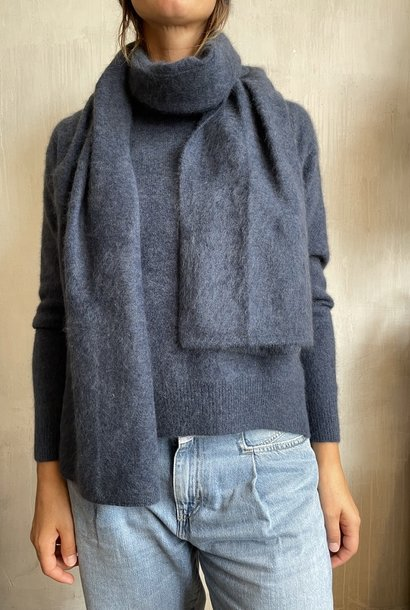 raccoon knit blue