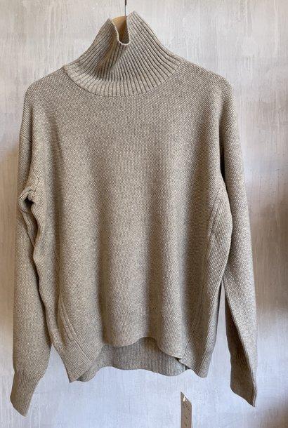 high neck pull beige