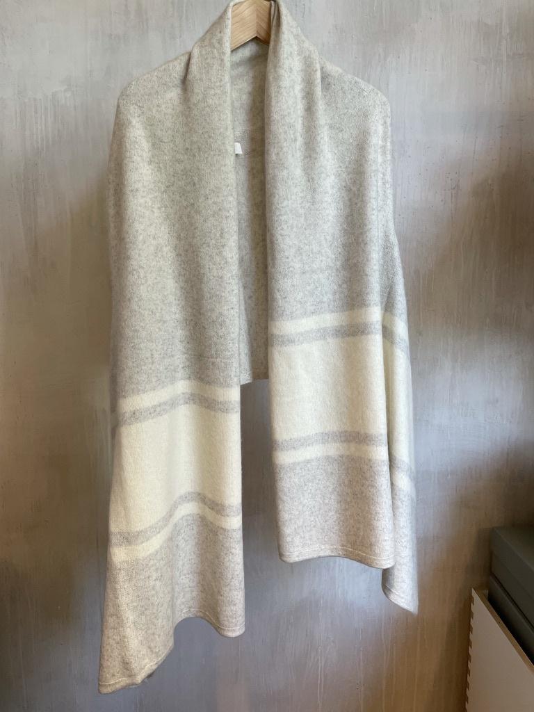 stole grey/white-1