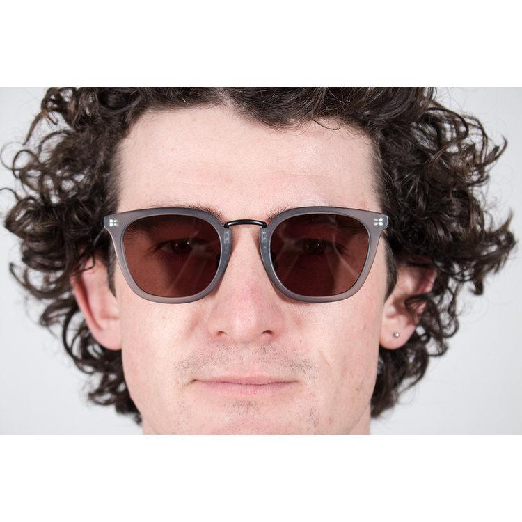 Gobi Gobi Sunglasses / Hamy / Icy Grey
