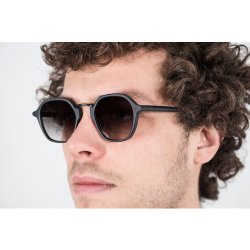 Gobi Gobi Sunglasses / Mailey / Moss Black